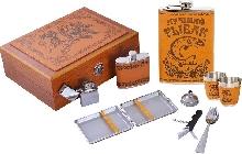 Металлическая посуда - Подарочный набор с флягой для мужчин «В деревянном футляре»